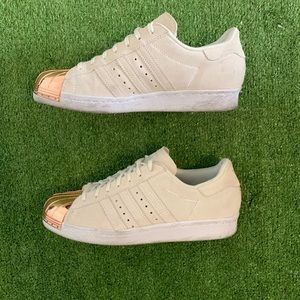 (Like new) Adidas Gold Superstar Shell toe sneaker